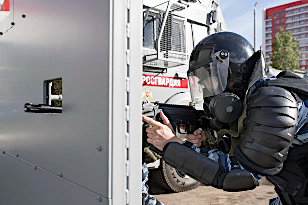05_russian_riot_police_machine_the_wall.jpg